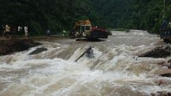 Yên Bái: Đường liên huyện sạt lở, 1 cầu tạm bị mưa lớn cuốn trôi