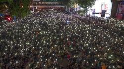 Hàng chục nghìn người biểu tình trong đêm ở Bangkok bất chấp lệnh cấm