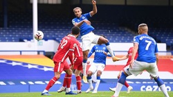 Salah và Mane tỏa sáng, Liverpool vẫn chia điểm với Everton