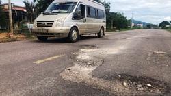 """Bình Định: Quốc lộ 19 xuất hiện """"ổ voi, ổ gà""""…gây bất an cho người đi đường"""