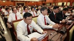 Phiên bế mạc Đại hội Đảng bộ TP.HCM: Các đại biểu chung tay ủng hộ vì miền Trung