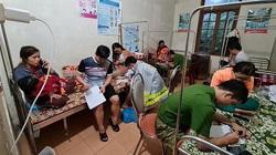 Quảng Bình: 4 giờ vật lộn cứu 20 hành khách trên chuyến xe bị lũ cuốn trong đêm