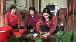 Người dân Hương Khê gói hàng ngàn chiếc bánh chưng ủng hộ bà con Quảng Bình
