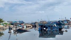 """Quảng Ngãi: Hiểm hoạ ở """"nghĩa địa"""" tàu cá cảng Sa Huỳnh, la liệt xác tàu mục nát"""