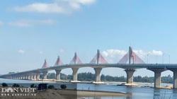 Quảng Ngãi: Thông xe kỹ thuật, gắn biển chào mừng Đại hội Đảng bộ tỉnh cho cầu 2.300 tỷ