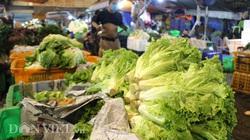 Mưa bão triền miên, tiểu thương lo lắng từ nay đến Tết, giá rau củ tăng kỷ lục