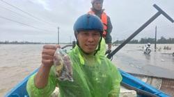"""Ngư dân Quảng Bình mang """"đặc sản khoai lang"""" cứu trợ nông dân"""