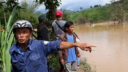 """Kon Tum: Thủy điện tích nước """"vô lối"""" gây ngập bàn thờ nhà dân, bị cô lập dân hoang mang, bất bình"""