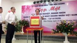 Hậu Giang: Lãnh đạo tỉnh và doanh nghiệp hướng về miền Trung