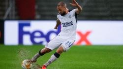 Siêu phẩm ghi bàn từ giữa sân của Beckham được tái hiện ở Europa League