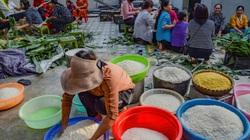 Trắng đêm gói bánh chưng gửi tới đồng bào vùng lũ lụt miền Trung