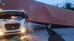 Thùng container đè bẹp cabin, tài xế chết kẹt trên ghế lái