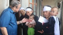 Chủ tịch Hội NDVN Thào Xuân Sùng thăm gia đình liệt sĩ hy sinh trong trận lở đất ở huyện Hướng Hoá, tỉnh Quảng Trị