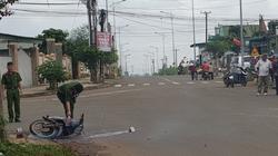 Điều khiển xe máy ngã xuống đường, một người bị xe tải cán qua người tử vong