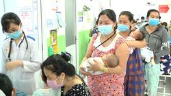 TP.HCM: 400 trẻ nằm chen nhau trên 140 giường vì bệnh đường hô hấp