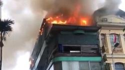 Hà Nội: Nhà hàng hải sản bốc cháy dữ dội trong cơn mưa