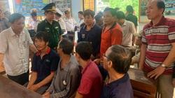 26 ngư dân mất tích: Đón 3 người thoát chết nhờ bám cây tre giữa biển về quê