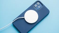 Nếu dùng củ sạc cũ, iPhone 12 Pro sẽ mất hơn 3 tiếng để đầy pin