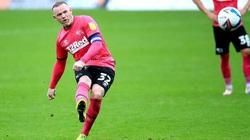 """Rooney tái hiện siêu phẩm """"lá vàng rơi"""" của Ronaldinho"""