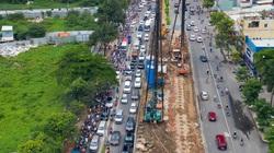 Kẹt xe triền miên ở đường Nguyễn Hữu Cảnh vì lô cốt