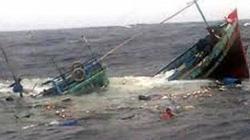 Chìm tàu chở hàng trên biển, 11 người bị trôi dạt giữa sóng dữ