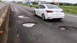 """Sau vài trận mưa, Quốc lộ 1 ở Bình Định xuất hiện """"ổ voi, ổ gà"""""""