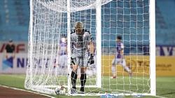 Trong mắt ngoại binh Senegal, thủ môn Bùi Tiến Dũng có trình độ ra sao?