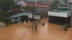 Quảng Trị: Nhiều nơi ngập sâu, sạt lở, tắc đường