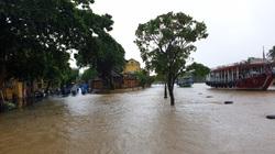 Quảng Nam: Nước sông Hoài dâng cao, đường ở phố cổ Hội An ngập hơn 50cm