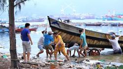 Đà Nẵng: Cứu 2 ngư dân bị nạn trên biển