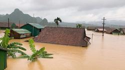 Quảng Bình: Lũ dâng tận nóc nhà, nhiều làng mạc chìm sâu trong nước