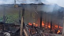 Quảng Nam: Nhà dân cháy rụi trong mưa lũ