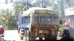 """Bình Định: Điều bất ngờ từ đoàn xe """"siêu tải"""", chở cát ở sông Lại Giang"""