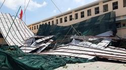 TP.HCM: Gió lốc tốc mái một trường THPT, gây hư hại nhiều tài sản