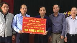 Hội Nông dân tỉnh Nghệ An tiếp nhận tiền, hàng ủng hộ nông dân vùng lũ lụt từ Hội Nông dân tỉnh Thái Nguyên