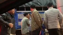 Dân mang xe tải, xe máy chặn trạm thu phí BOT Ea Đar