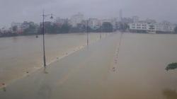 TT-Huế: Mưa lớn gây ngập sâu và sạt lở đất nhiều nơi, HS vùng thấp trũng nghỉ học