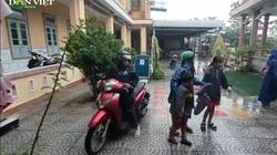 Clip: Nhà trường, nhà thờ ở Quảng Trị thành nơi trú bão số 13 cho dân