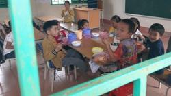 """Ngày Nhà giáo Việt Nam 20/11/2020: Những giáo viên uống nước suối, ăn ốc đồng """"gieo chữ"""" trên non cao"""