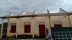 Quảng Bình: 8 người bị thương nặng, hàng trăm nhà dân, trường học, trạm y tế tốc mái do bão số 13