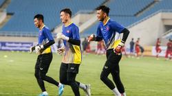 CLB TP.HCM chiêu mộ thủ môn ĐT Việt Nam, Bùi Tiến Dũng lâm nguy