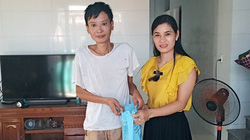 Hội Nông dân phường Ba Đồn động viên, tặng quà bệnh nhân lao