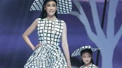 Hà Kiều Anh, Đoan Trang, Vy Oanh, Thúy Diễm đưa con lên sàn catwalk