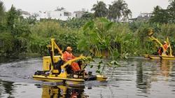 TP.HCM: Nỗ lực tìm cách vớt, thu gom chất thải rắn trên sông