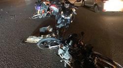 Ô tô tông hàng loạt xe máy ở TP.HCM, nhiều người bị thương