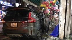 """TP.HCM: Ô tô """"điên"""" tông nhiều xe máy trên đường phố rồi lao vào nhà dân, ít nhất 2 người bị thương"""