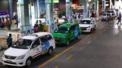 """Taxi truyền thống hết """"chặt chém"""" khách tại sân bay Tân Sơn Nhất?"""