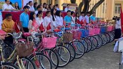 """Agribank Quảng Ngãi tiếp nối chương trình """"Đồng hành cùng em đến trường"""" năm 2020"""