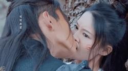 Mỹ nhân phim cổ trang Trung Quốc bị dàn mỹ nam cưỡng hôn quá đà, fan xót xa