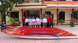Quảng Trị: Đoàn thanh niên Agribank trao tặng 20 thuyền Composite cho người dân vùng lũ